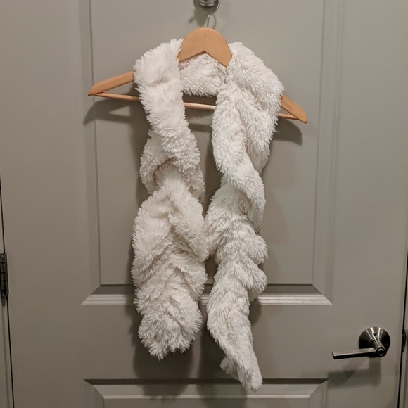 Cejon Accessories - White Faux Fur Scarf